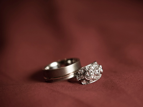 Nhẫn cưới có 3 viên kim cương không tốt về phong thủy